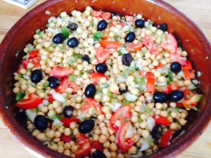 Echo Language School cocina ensalada garbanzos